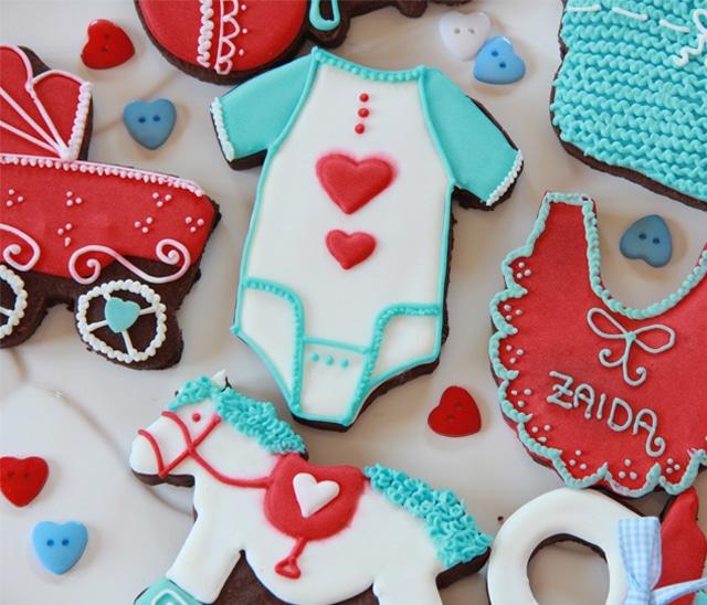 Galletas de bebé rojo y azul