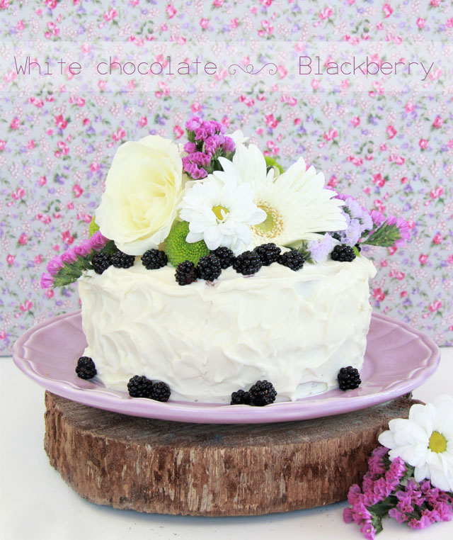 tarta de chocolte blanco y moras