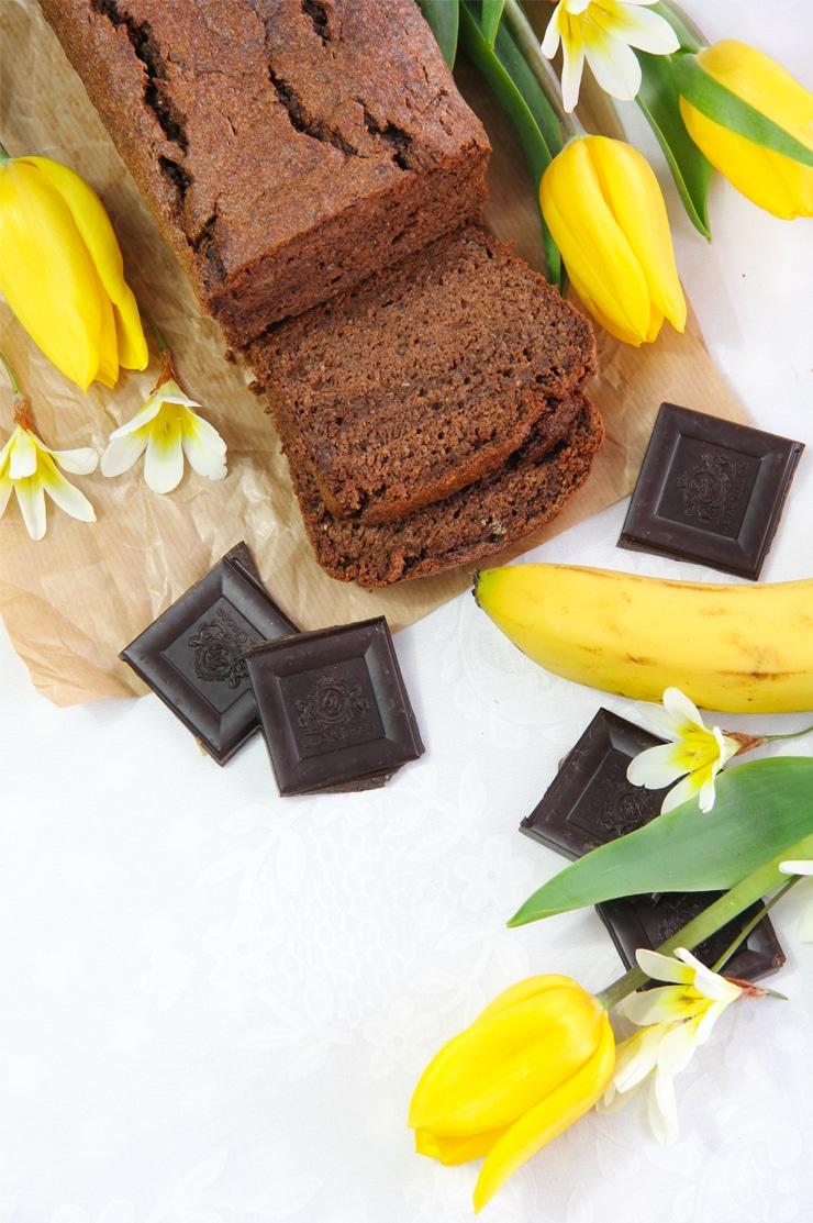 Bizcocho de plátano y chocolate saludable