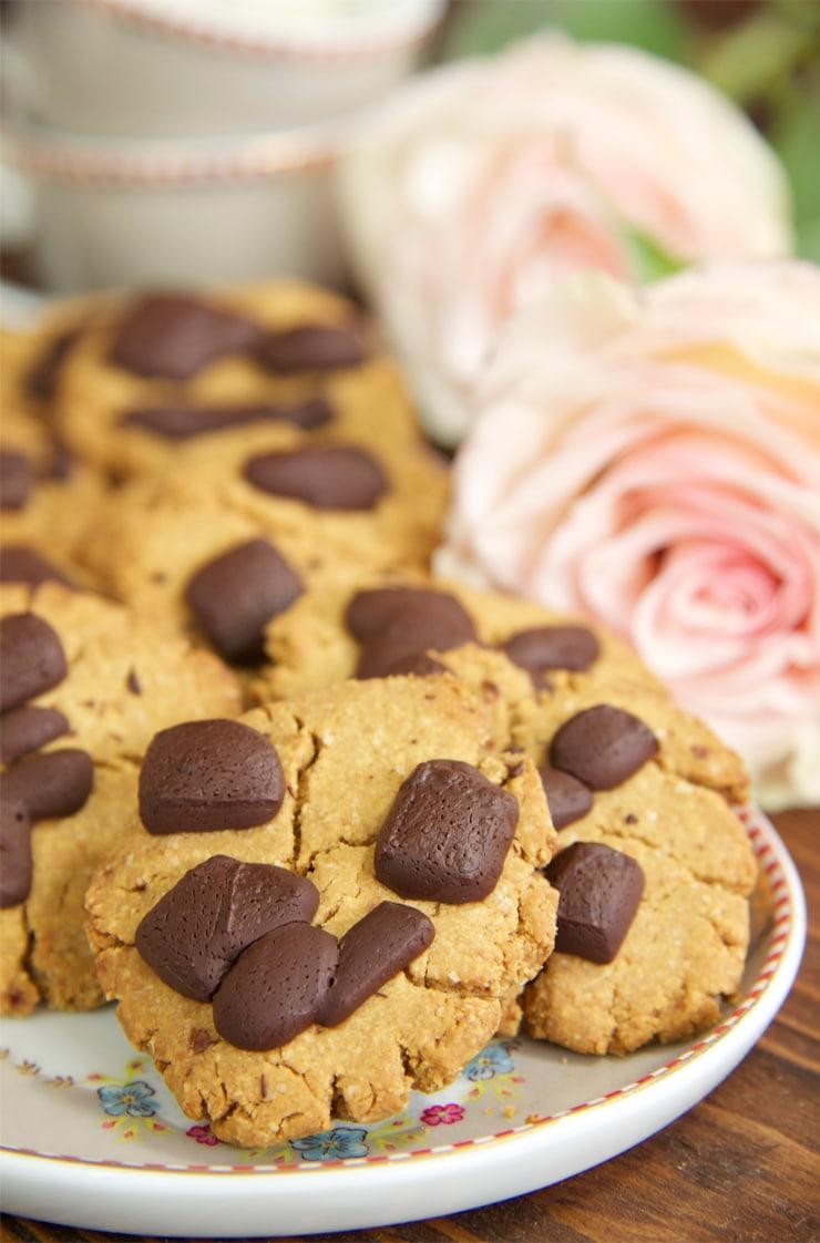 Galletas saludables de avena, crema de cacahuete y chocolate